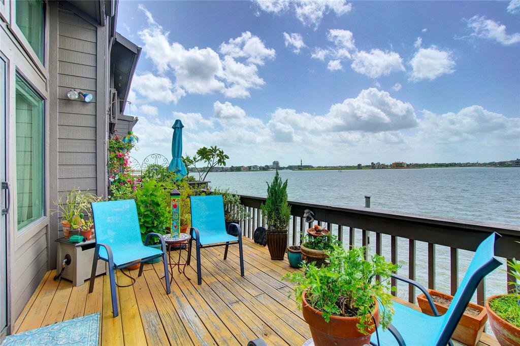2736 Lighthouse Drive Property Photo - Nassau Bay, TX real estate listing