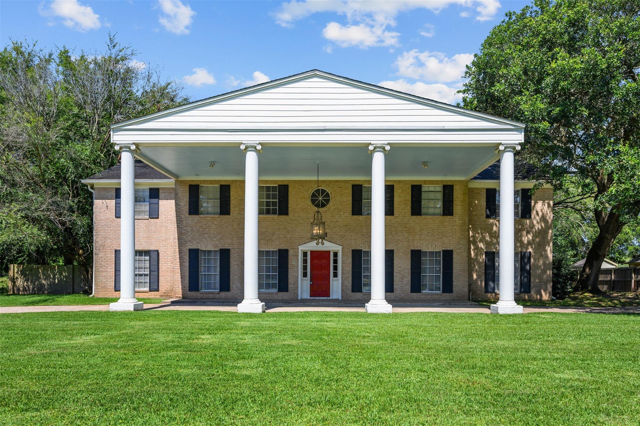 5001 Lakeside Drive Property Photo