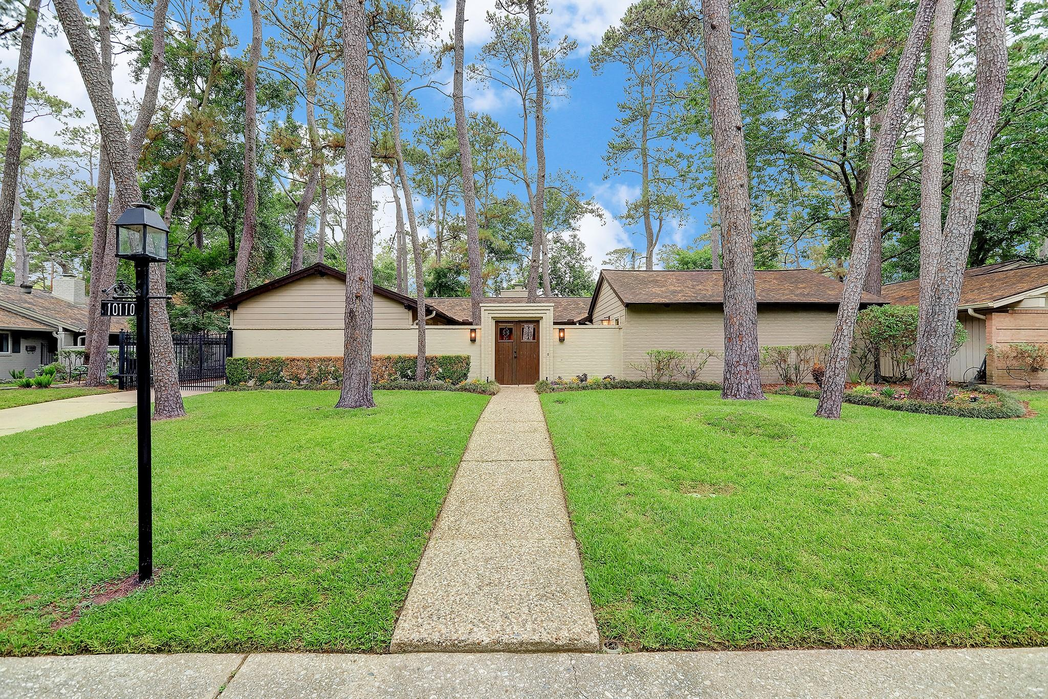 10110 Holly Springs Drive Property Photo