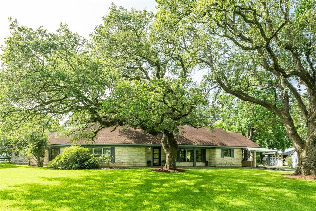 15142 County Road 185 Property Photo - Alvin, TX real estate listing
