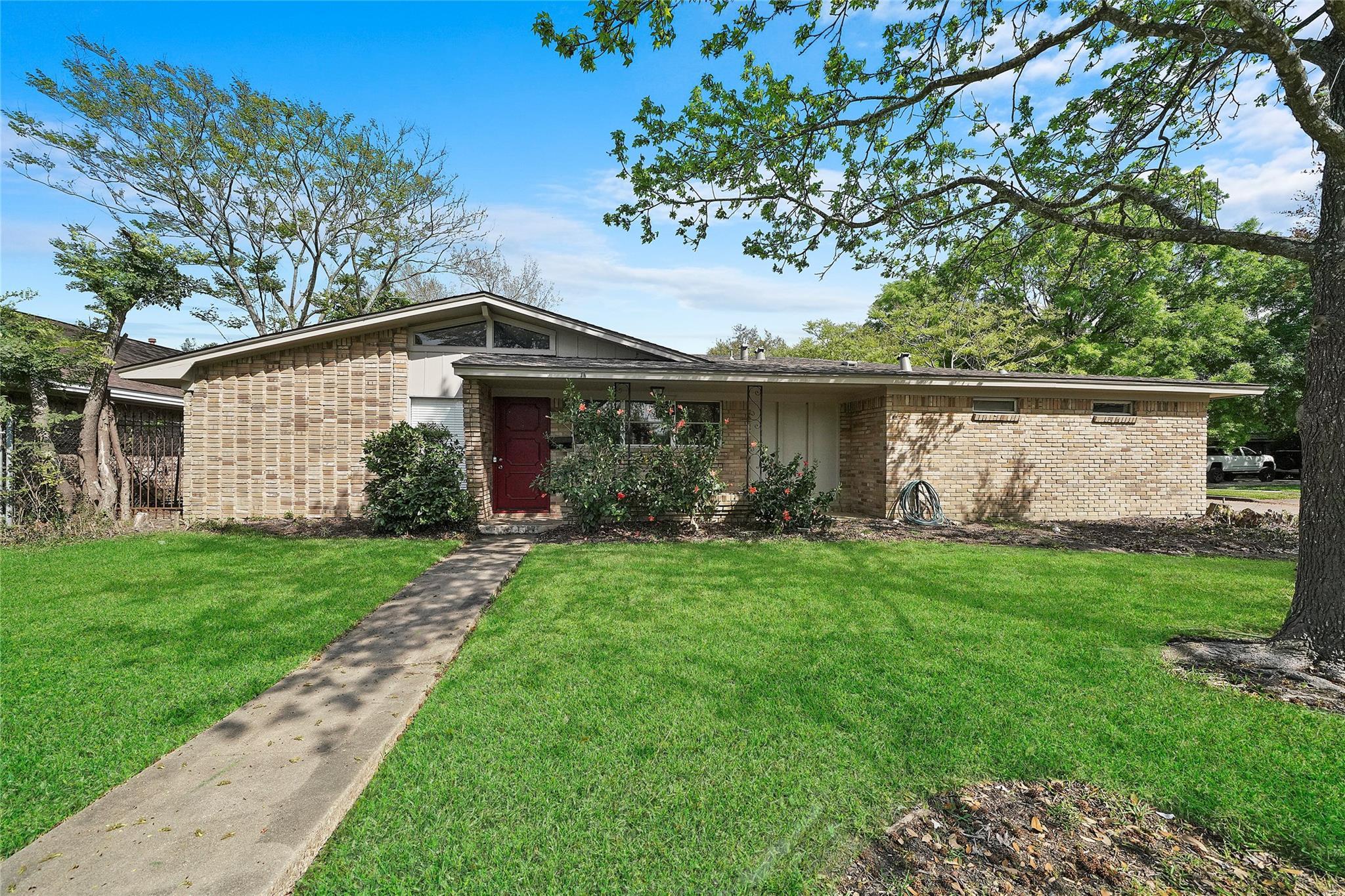 7897 Broadview Drive Property Photo - Houston, TX real estate listing