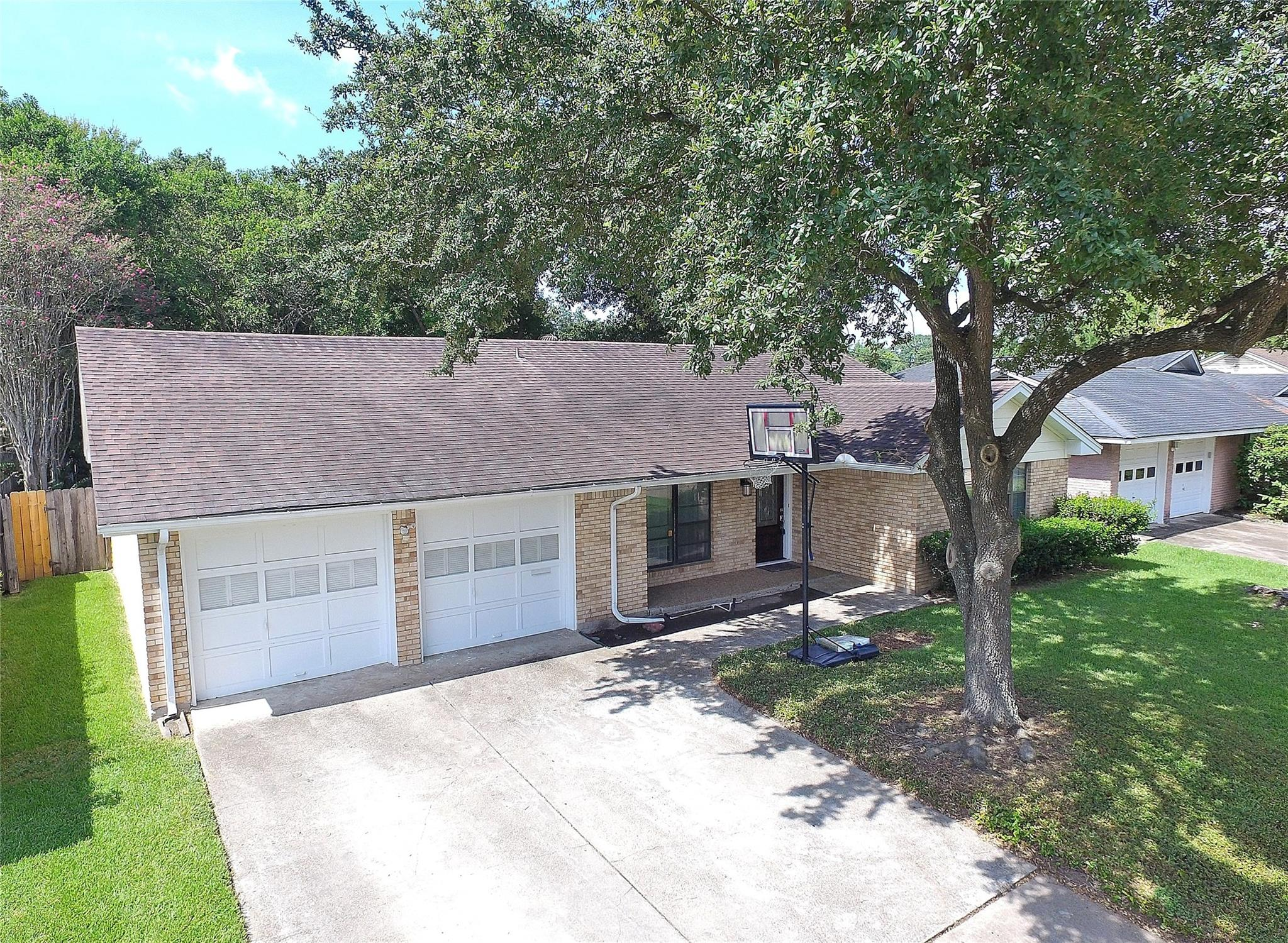 5539 Whispering Creek Way Property Photo - Houston, TX real estate listing