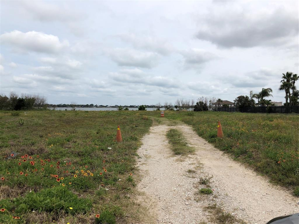 6923 Broadway Property Photo - Galveston, TX real estate listing