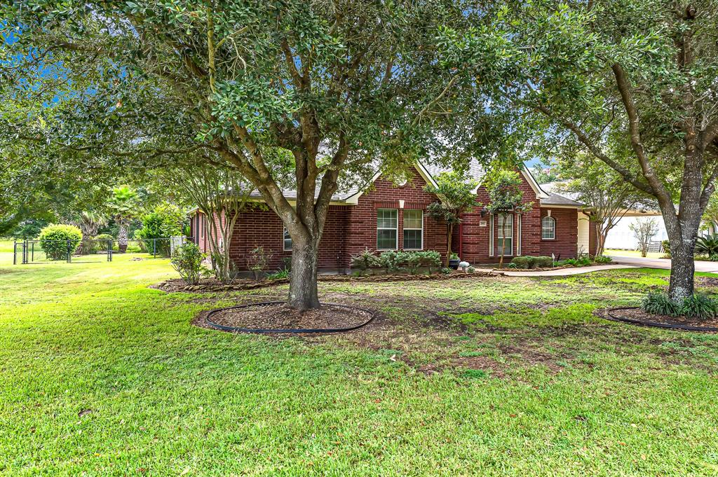 706 Hereford Road Property Photo - Brookshire, TX real estate listing
