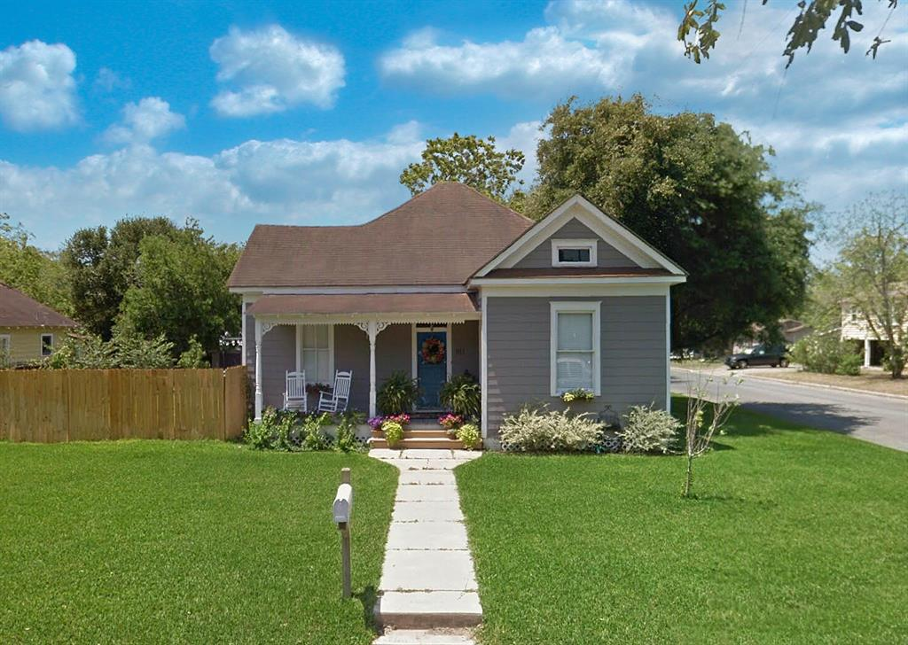 911 Adams Street Property Photo - Beeville, TX real estate listing