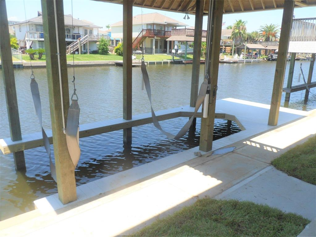 1241 Sailfish St Property Photo - Bayou Vista, TX real estate listing