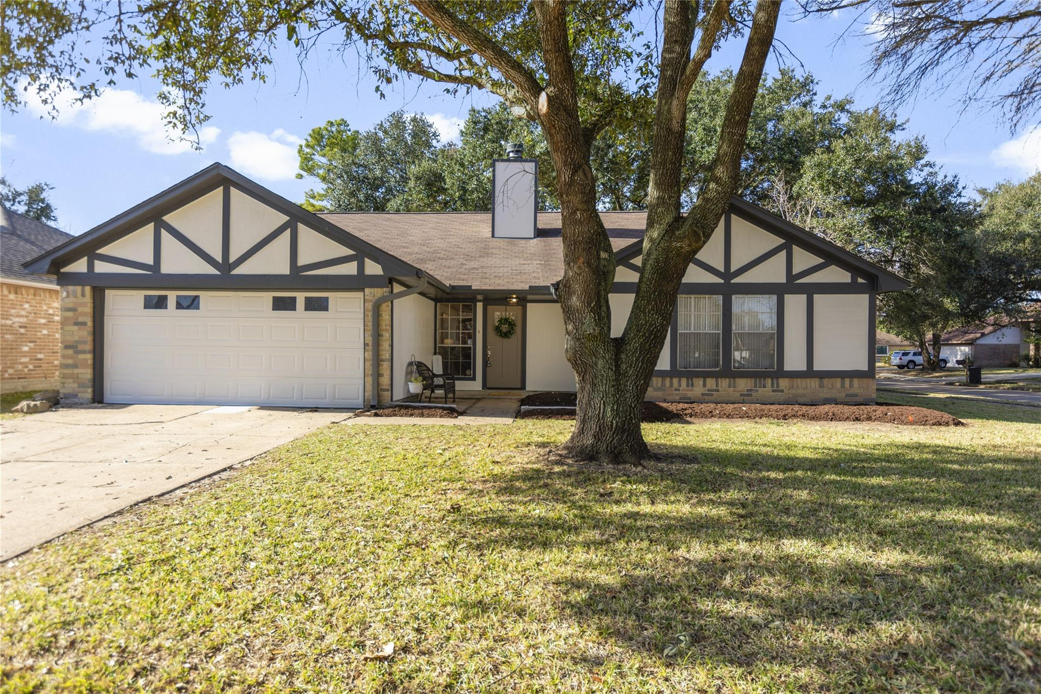 15702 Castorglen Drive Property Photo - Houston, TX real estate listing