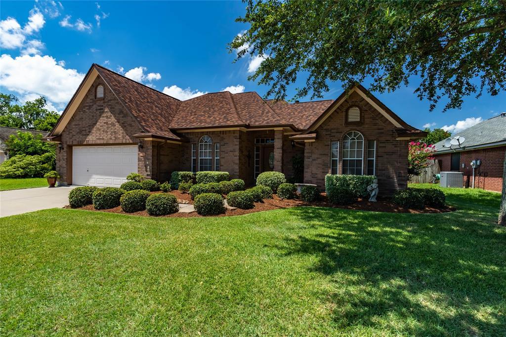 102 Hamilton, Clute, TX 77531 - Clute, TX real estate listing