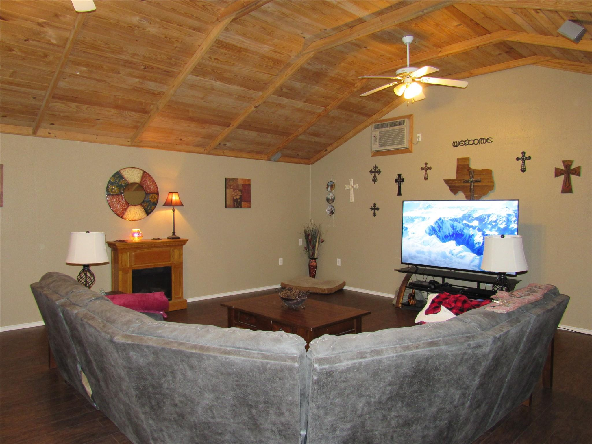 1546 County Road 323 Property Photo - Louise, TX real estate listing