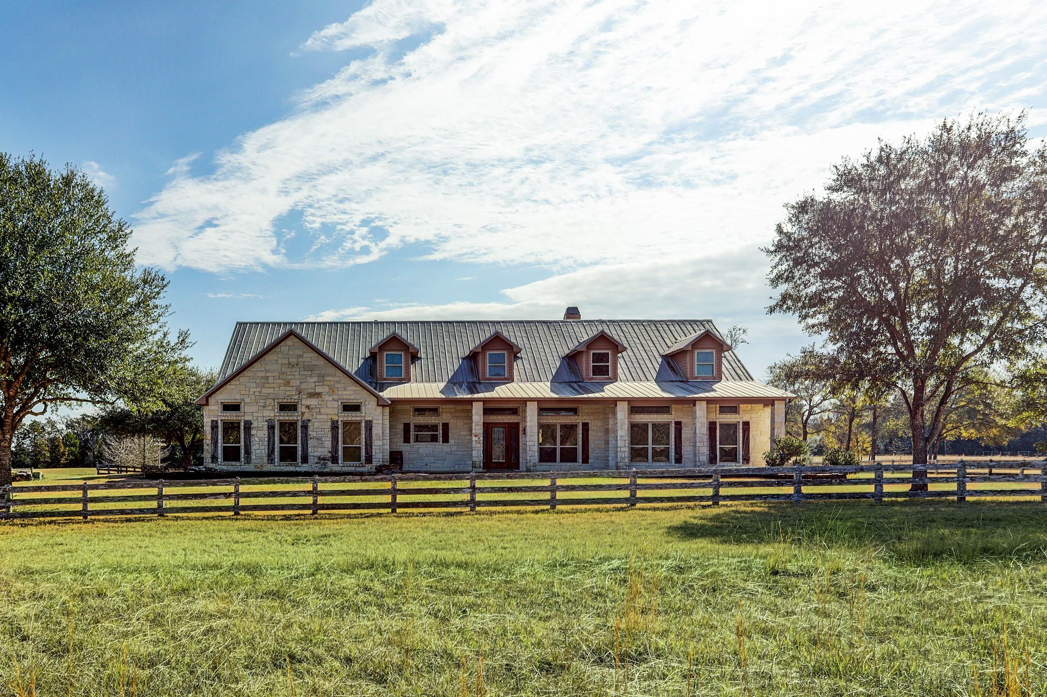 606 Sycamore Crossing Road Property Photo - Bellville, TX real estate listing