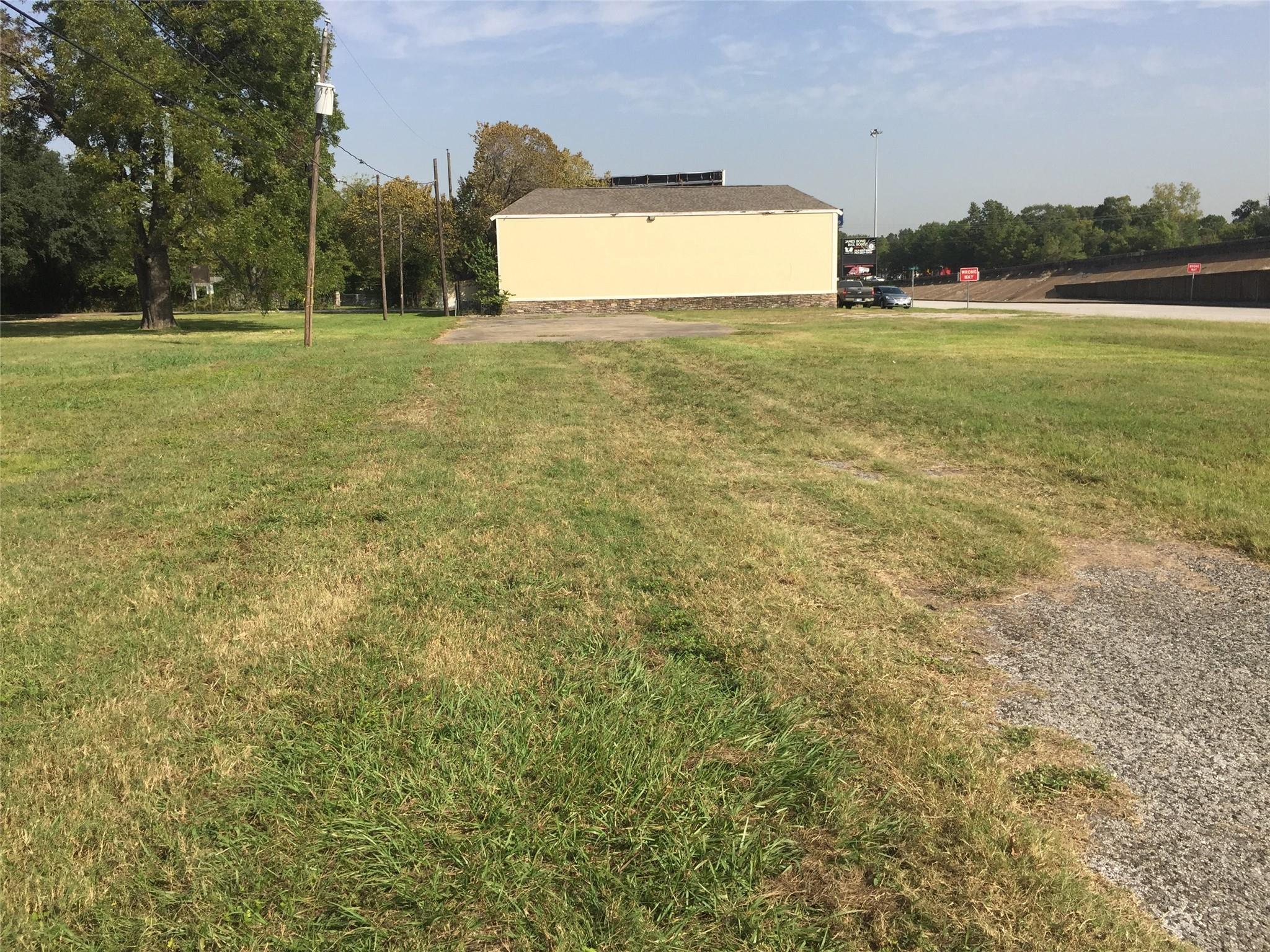 2705 North Freeway Property Photo - Houston, TX real estate listing