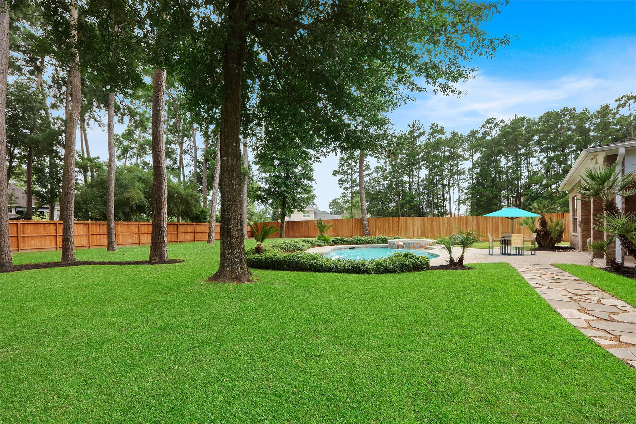 15 Kings Hill Lane Property Photo - Kingwood, TX real estate listing