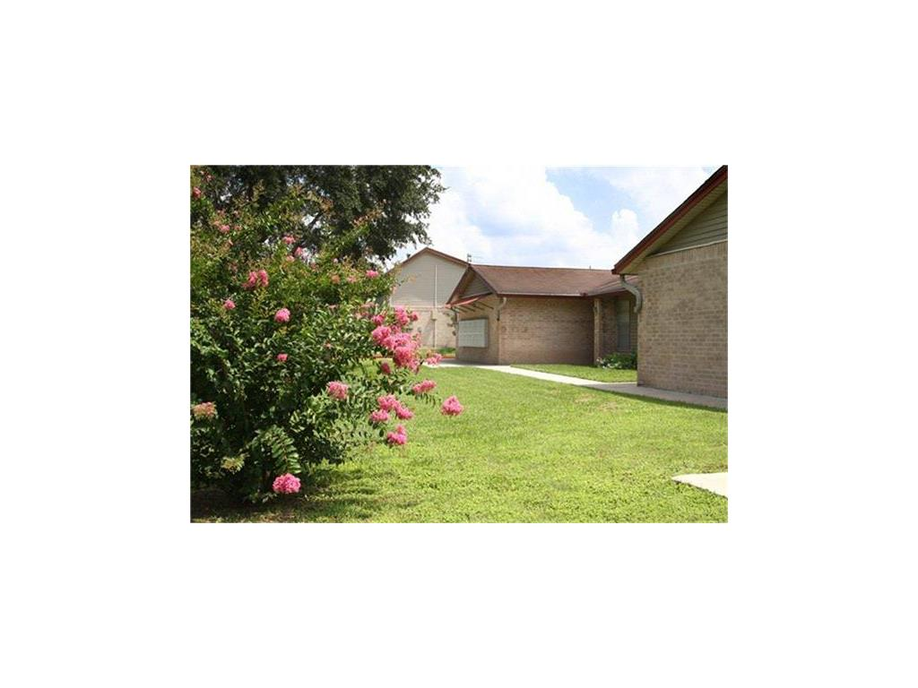 1301 S Tyler Street Property Photo - Beeville, TX real estate listing