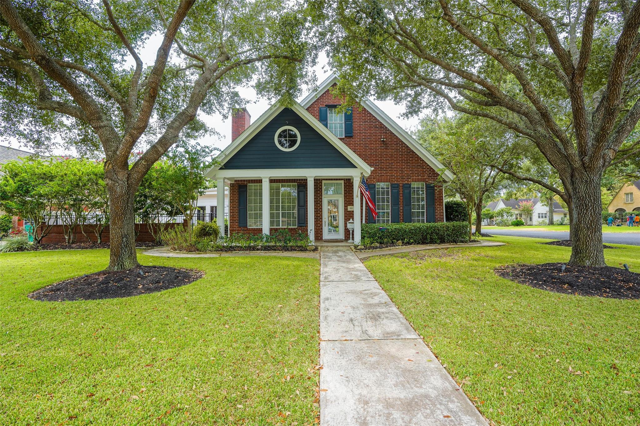 319 W West Calhoun Street Property Photo - El Campo, TX real estate listing