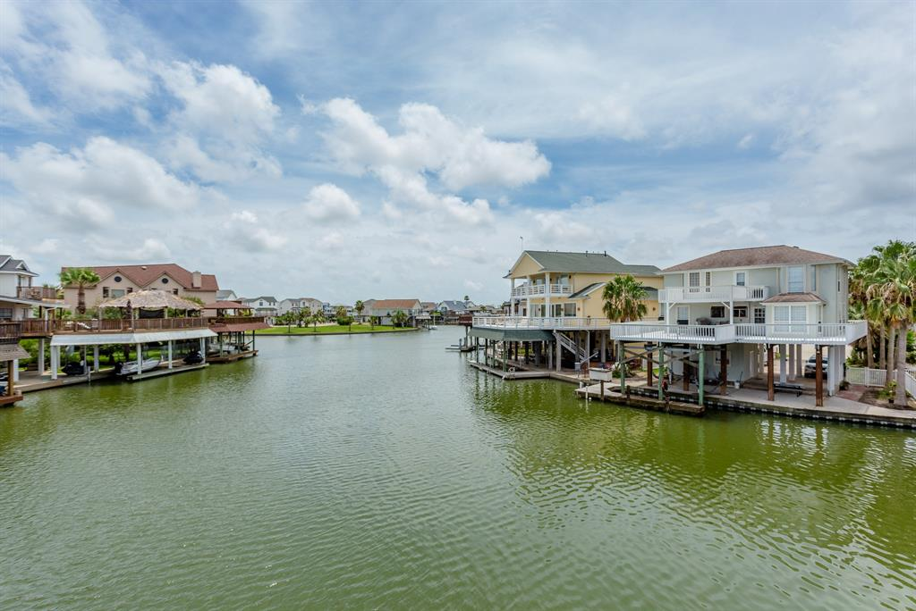 318 Isles End Road Property Photo - Tiki Island, TX real estate listing