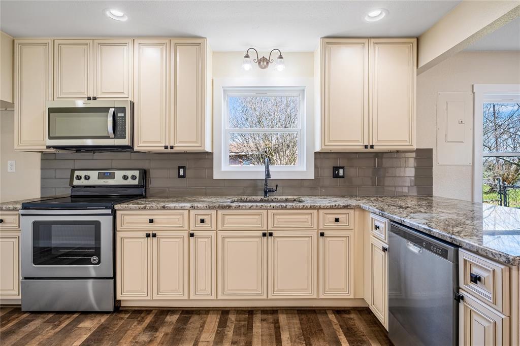 1233 N Ellis Street Property Photo - Giddings, TX real estate listing