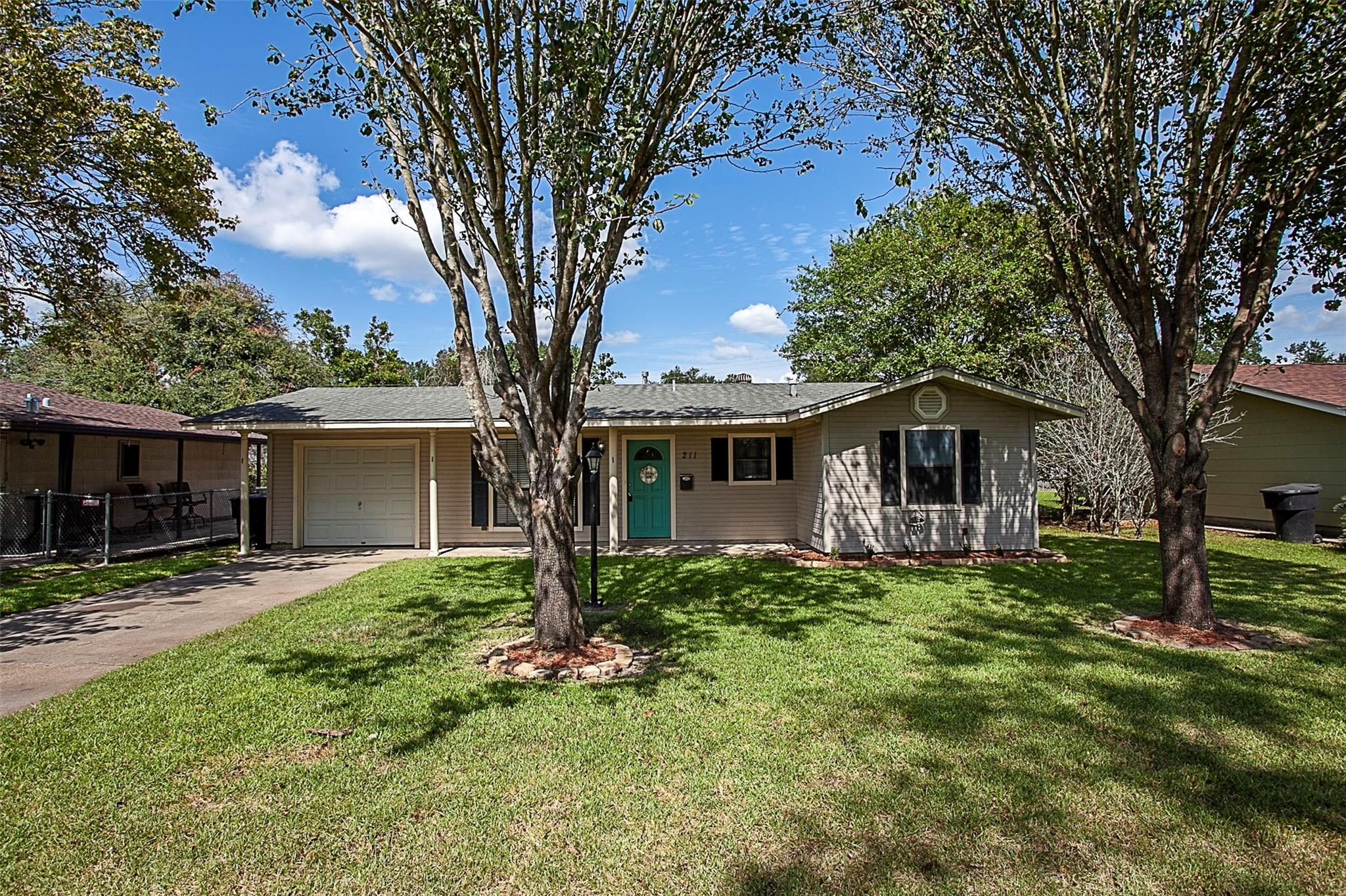 211 S 5th Street Property Photo - Nederland, TX real estate listing