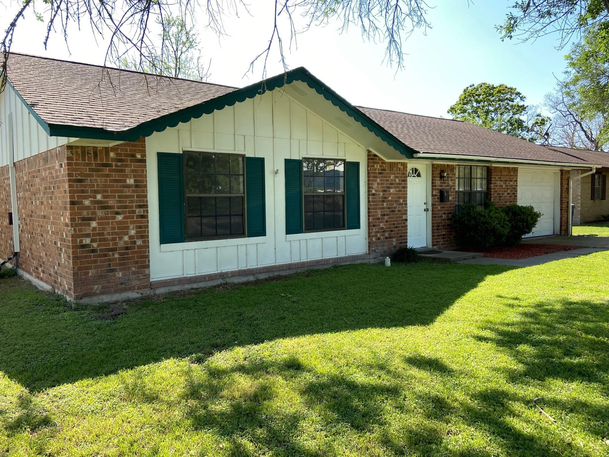 769 N Main Street Property Photo 1