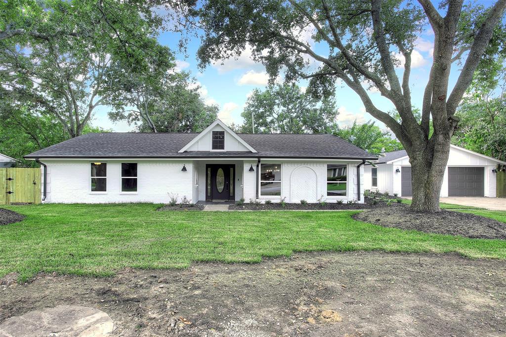 1834 Hillshire Drive Property Photo - Deer Park, TX real estate listing