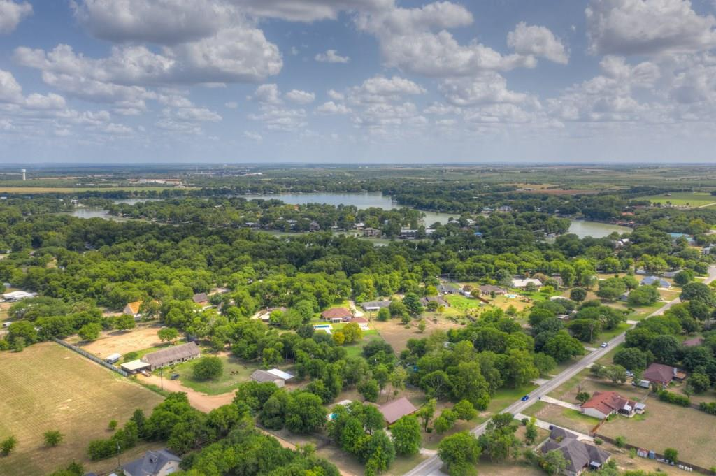 207 Woodlake Drive Property Photo - McQueeney, TX real estate listing
