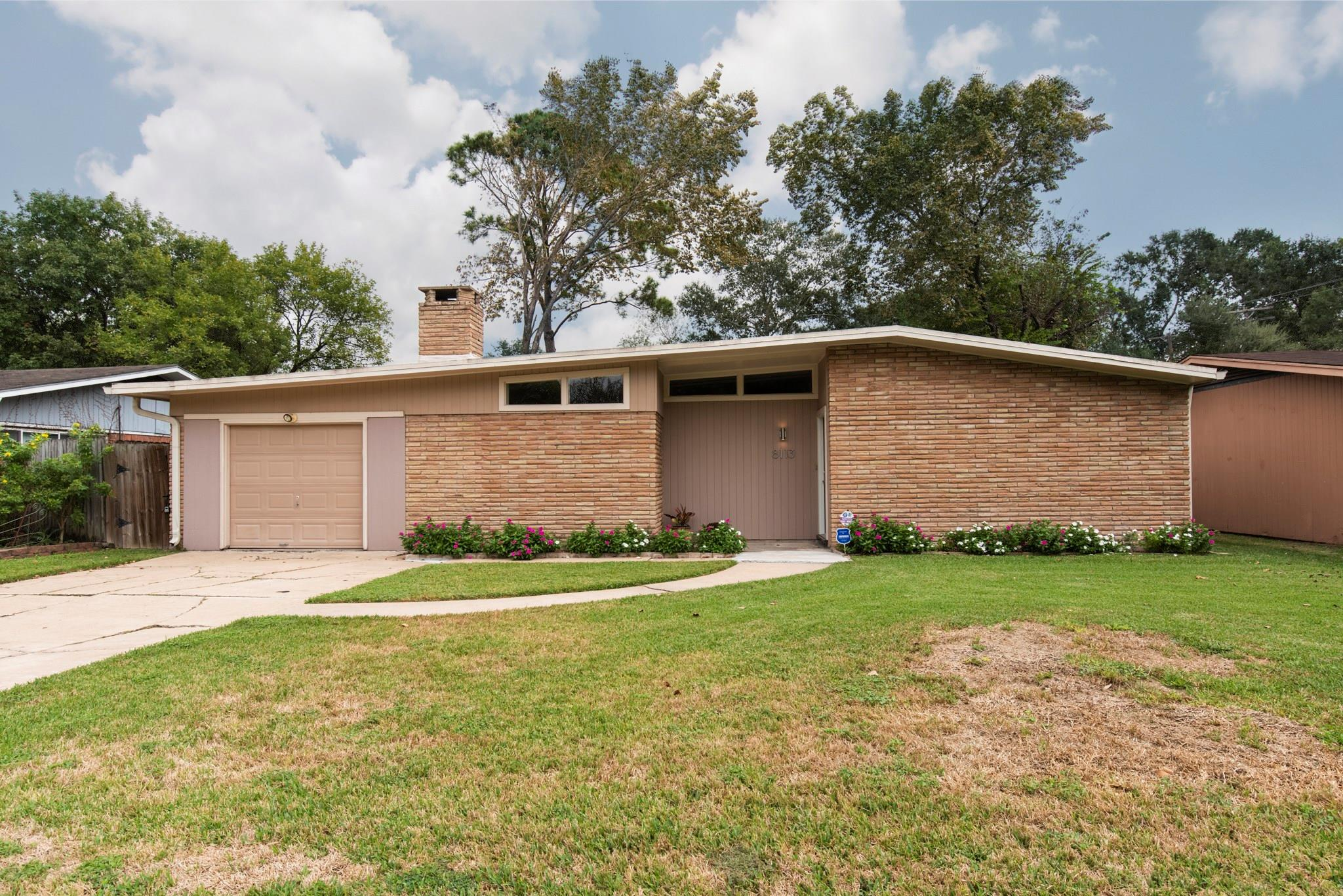8113 Mcavoy Drive Property Photo - Houston, TX real estate listing