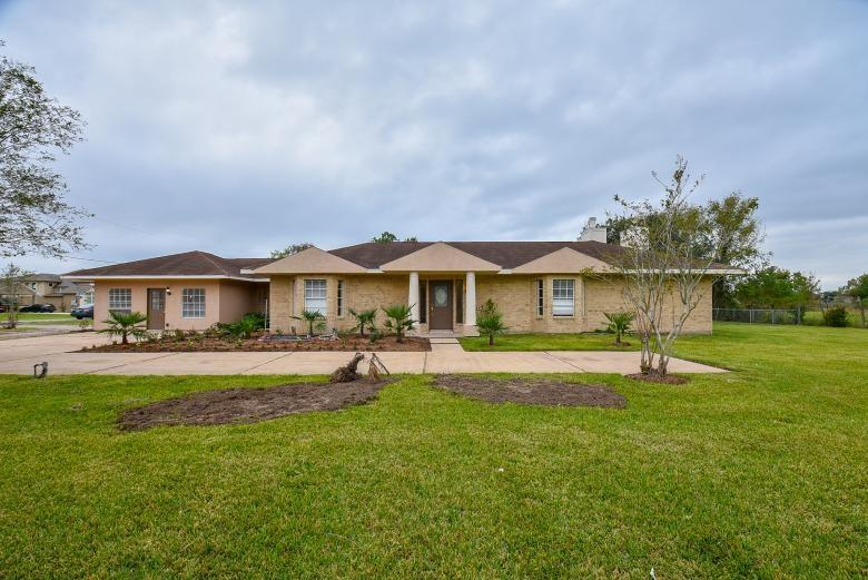 9421 W Sterling Drive, Pearland, TX 77584 - Pearland, TX real estate listing