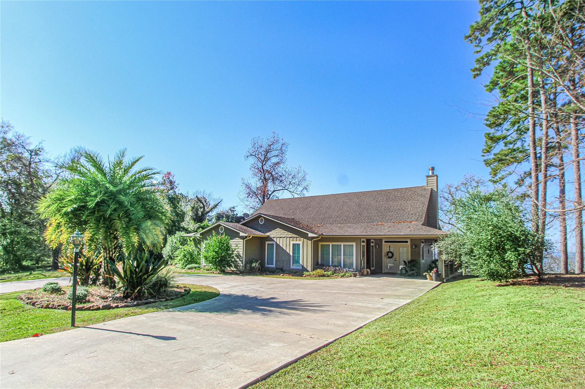 292 Linda Chain Property Photo 1