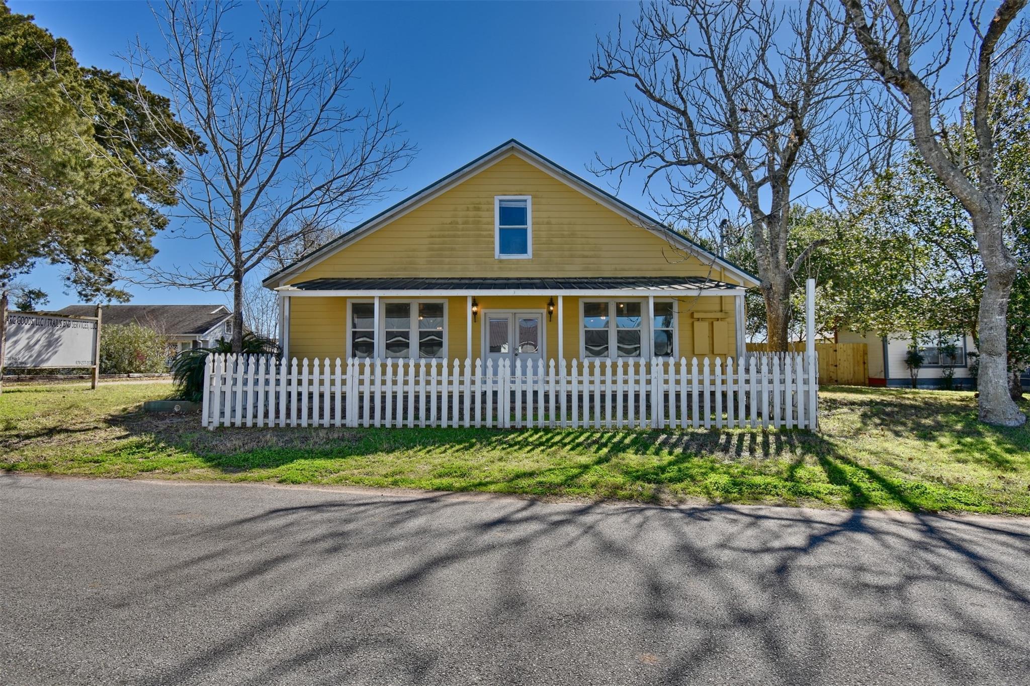 2285 Main Street Property Photo