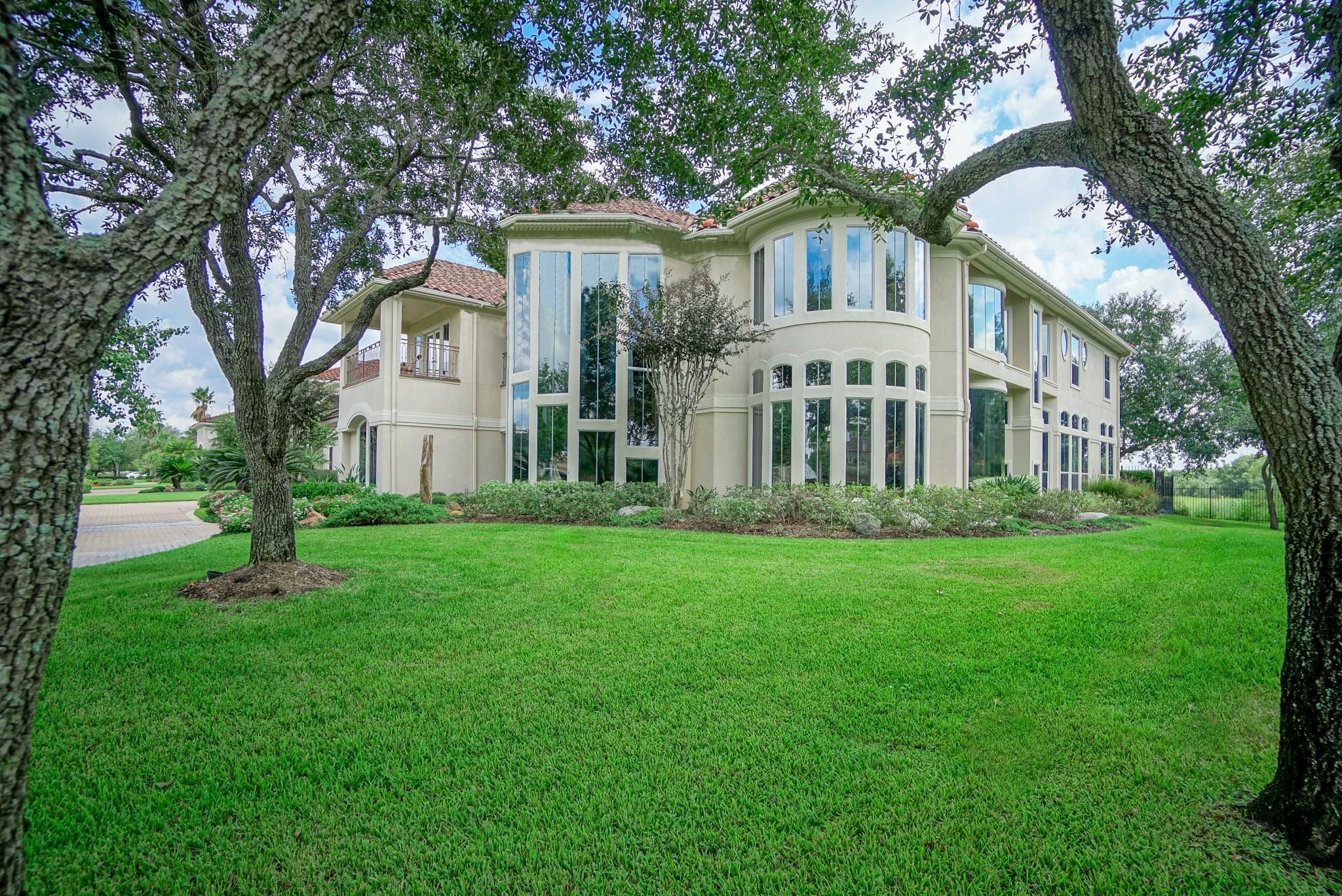 18823 Windsor Lakes Drive Property Photo - Houston, TX real estate listing