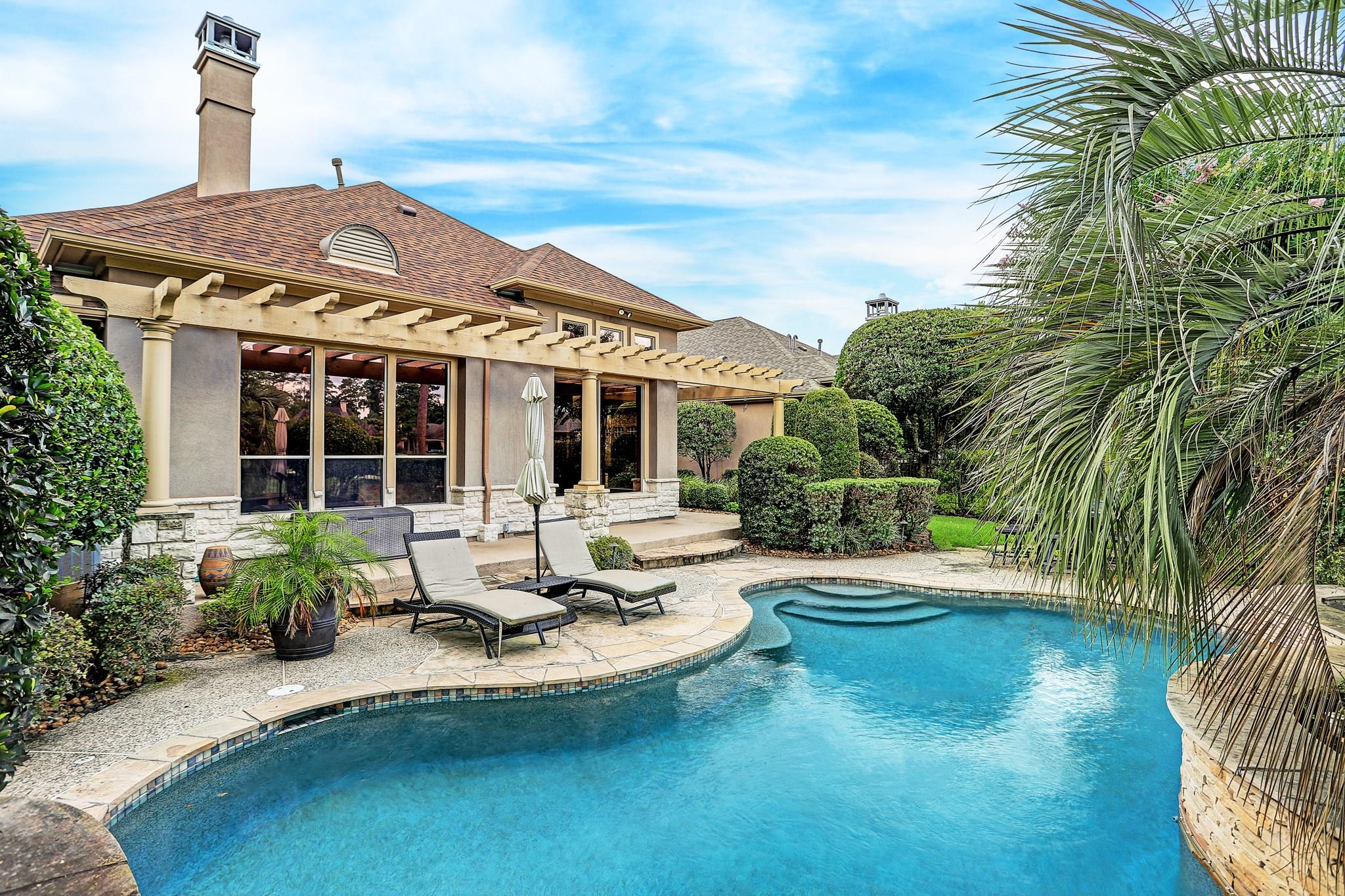 12 Greens Edge Drive Property Photo - Kingwood, TX real estate listing
