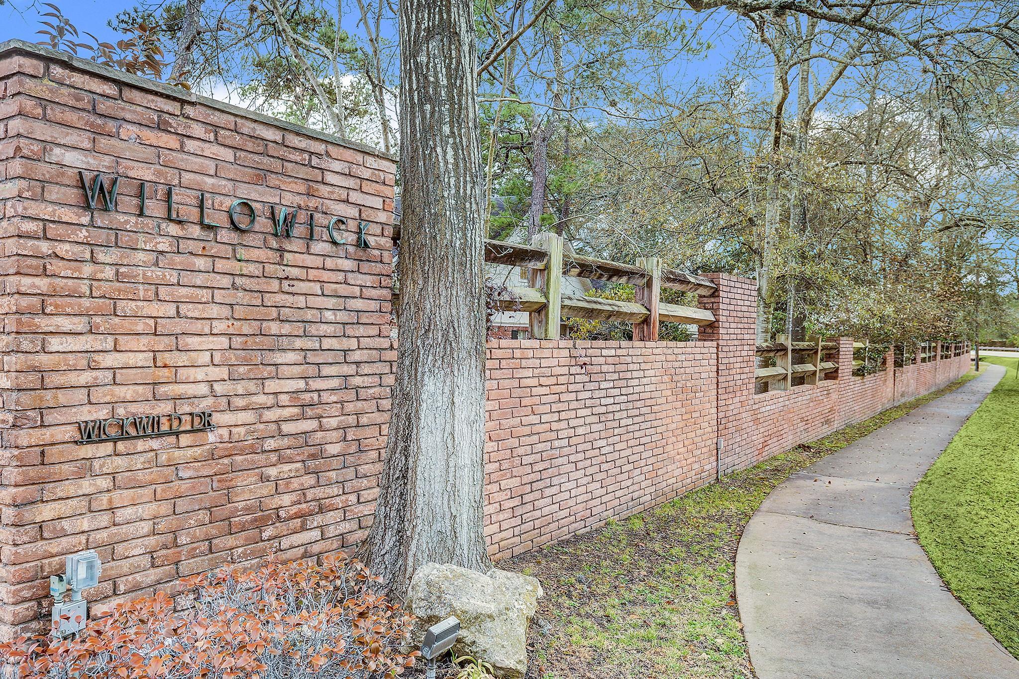 10902 Wickwild Street Property Photo - Hunters Creek Village, TX real estate listing