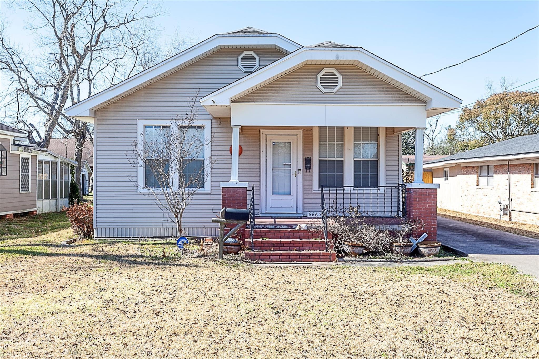 6665 Washington Street Property Photo - Groves, TX real estate listing