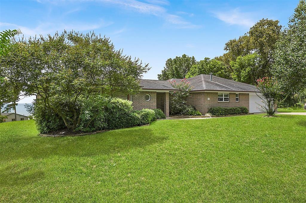 11 Oak Hill Drive Property Photo