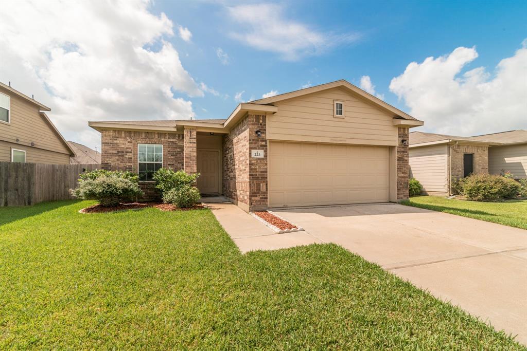 223 Shoshone Ridge Dr Property Photo - La Marque, TX real estate listing