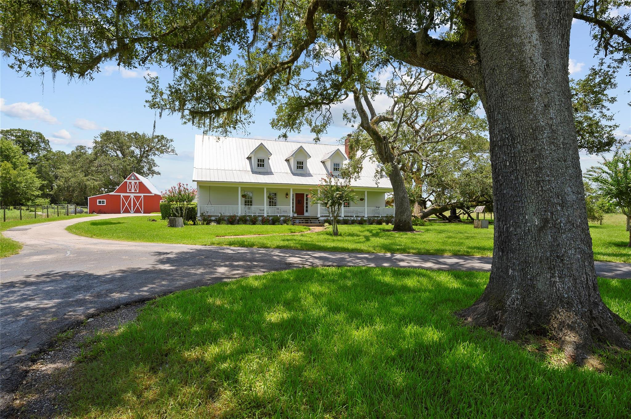 21207 Pecan Bend Road Property Photo - Damon, TX real estate listing