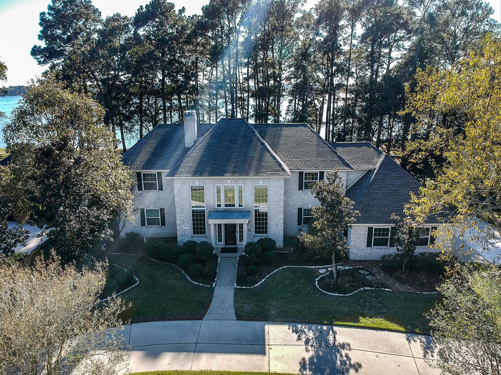 1707 Scenic Shore Drive Property Photo - Kingwood, TX real estate listing