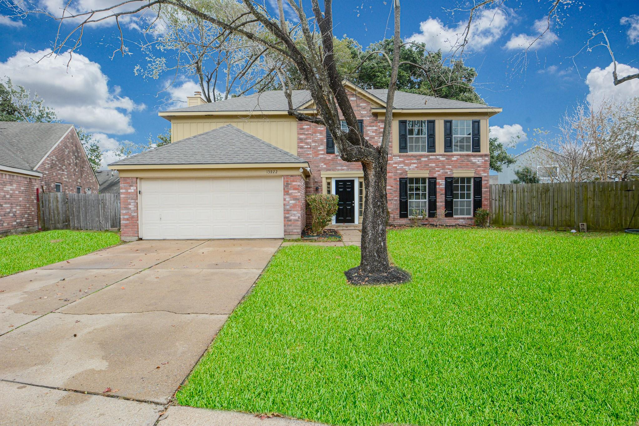 13822 Glade Hollow Drive Property Photo