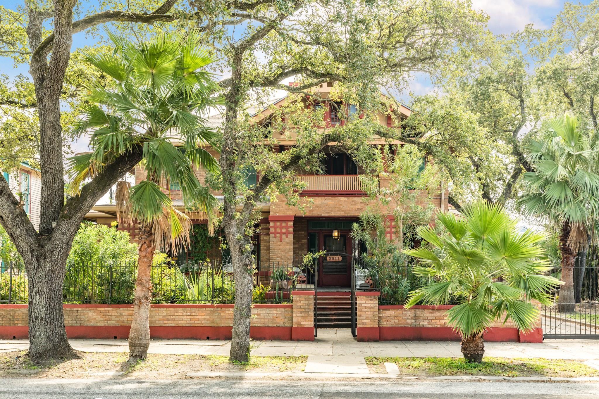 2911 Broadway Street Property Photo - Galveston, TX real estate listing