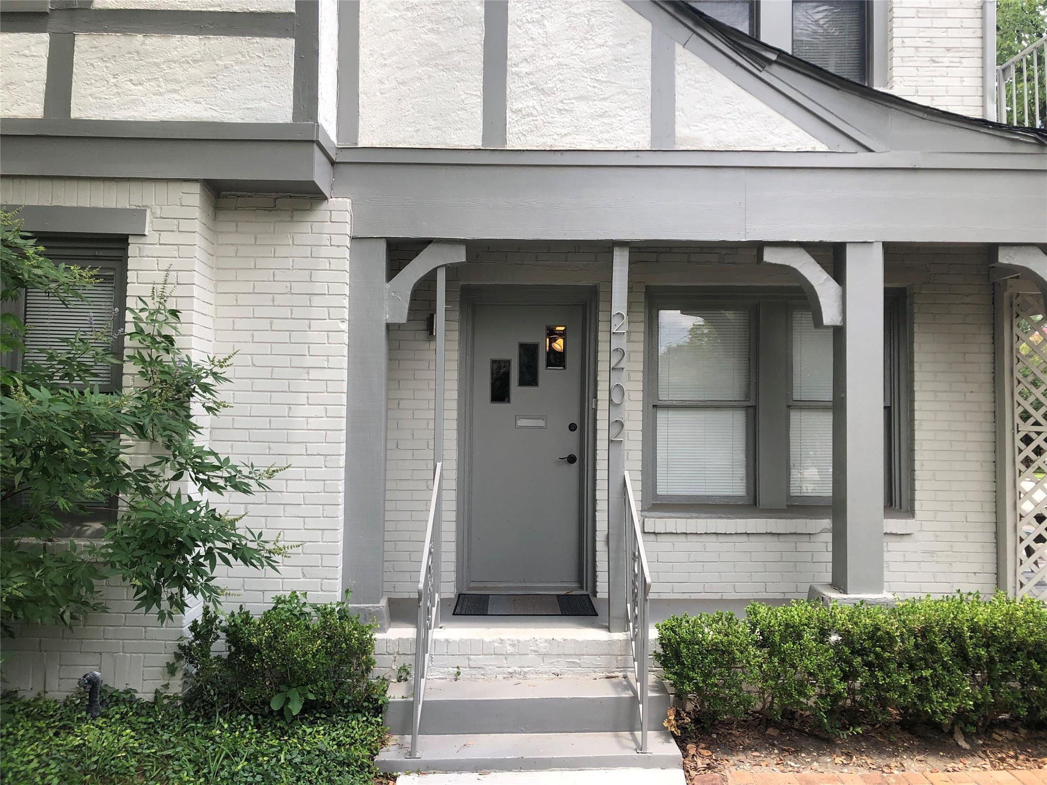 2202 W Main Street Property Photo