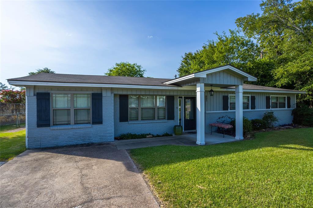 805 Thomas Street Property Photo - College Station, TX real estate listing