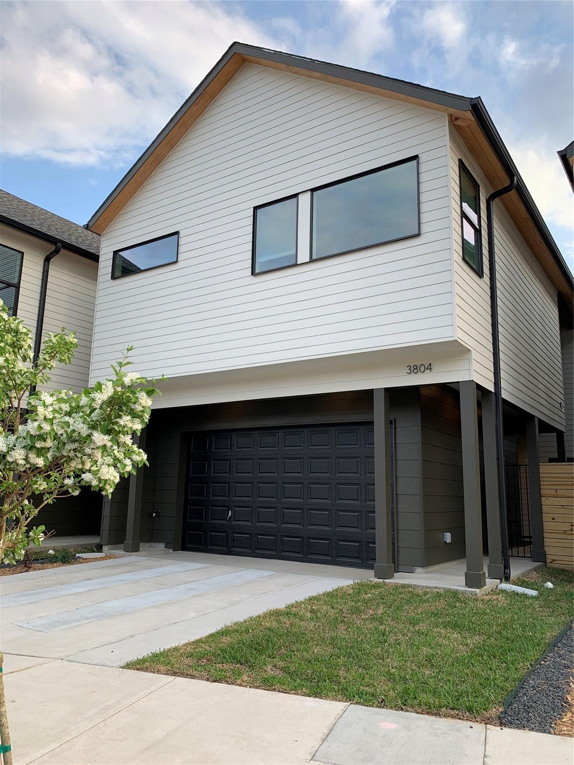 3804 Commerce Street Property Photo