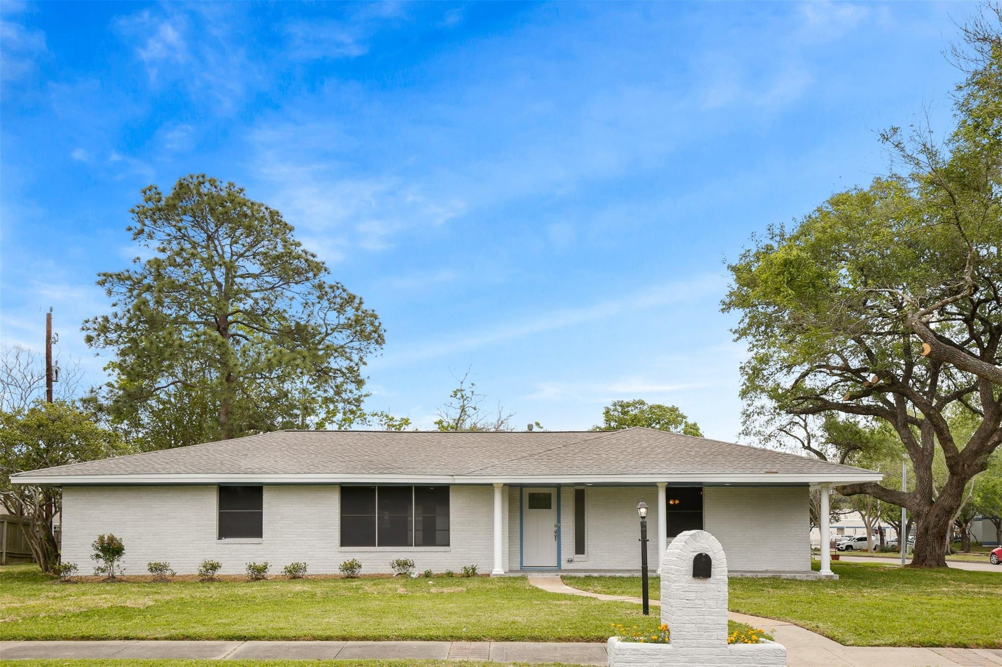 319 S Austin Street Property Photo