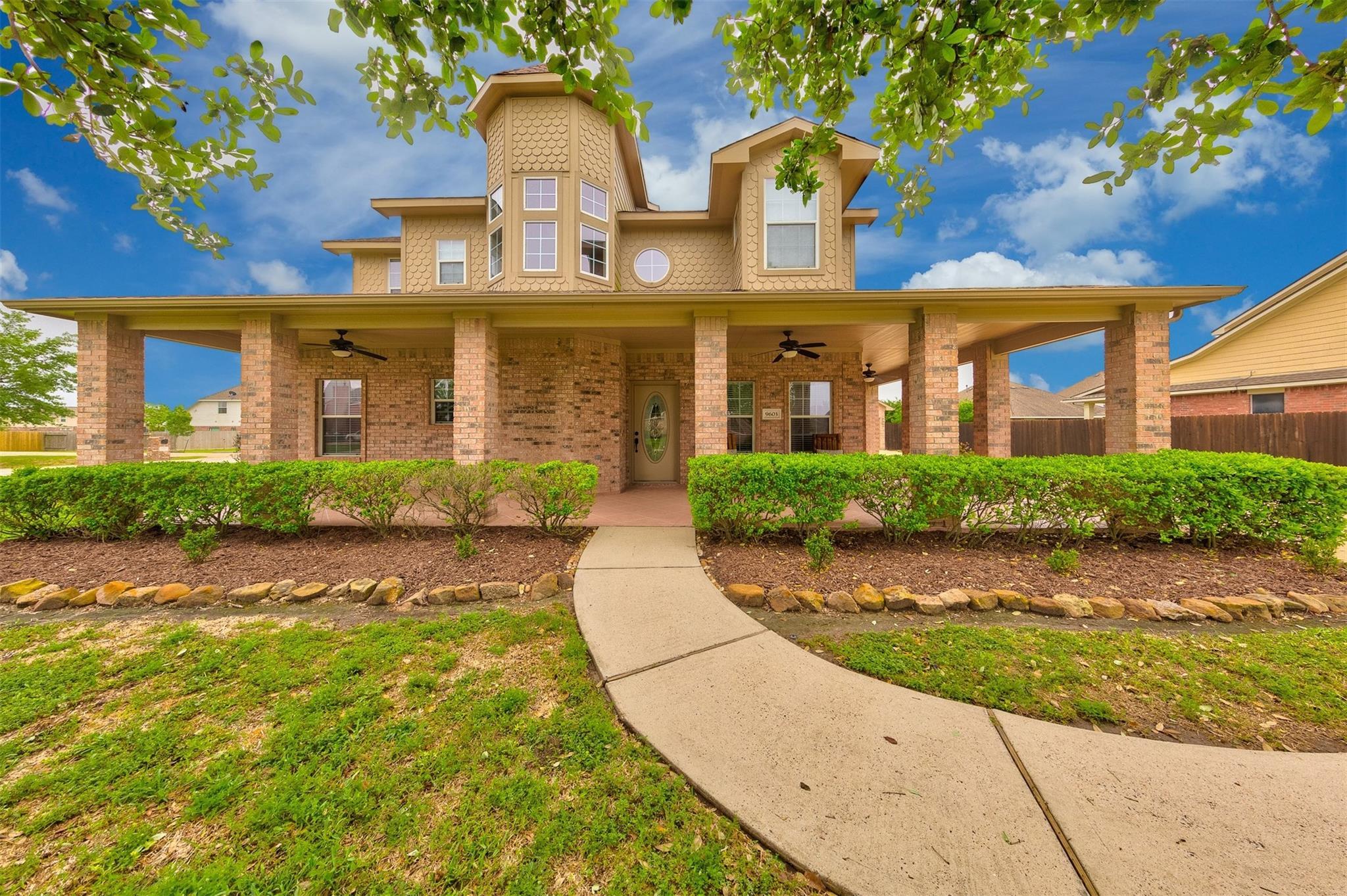 9603 Crestwood Drive Property Photo - Mont Belvieu, TX real estate listing