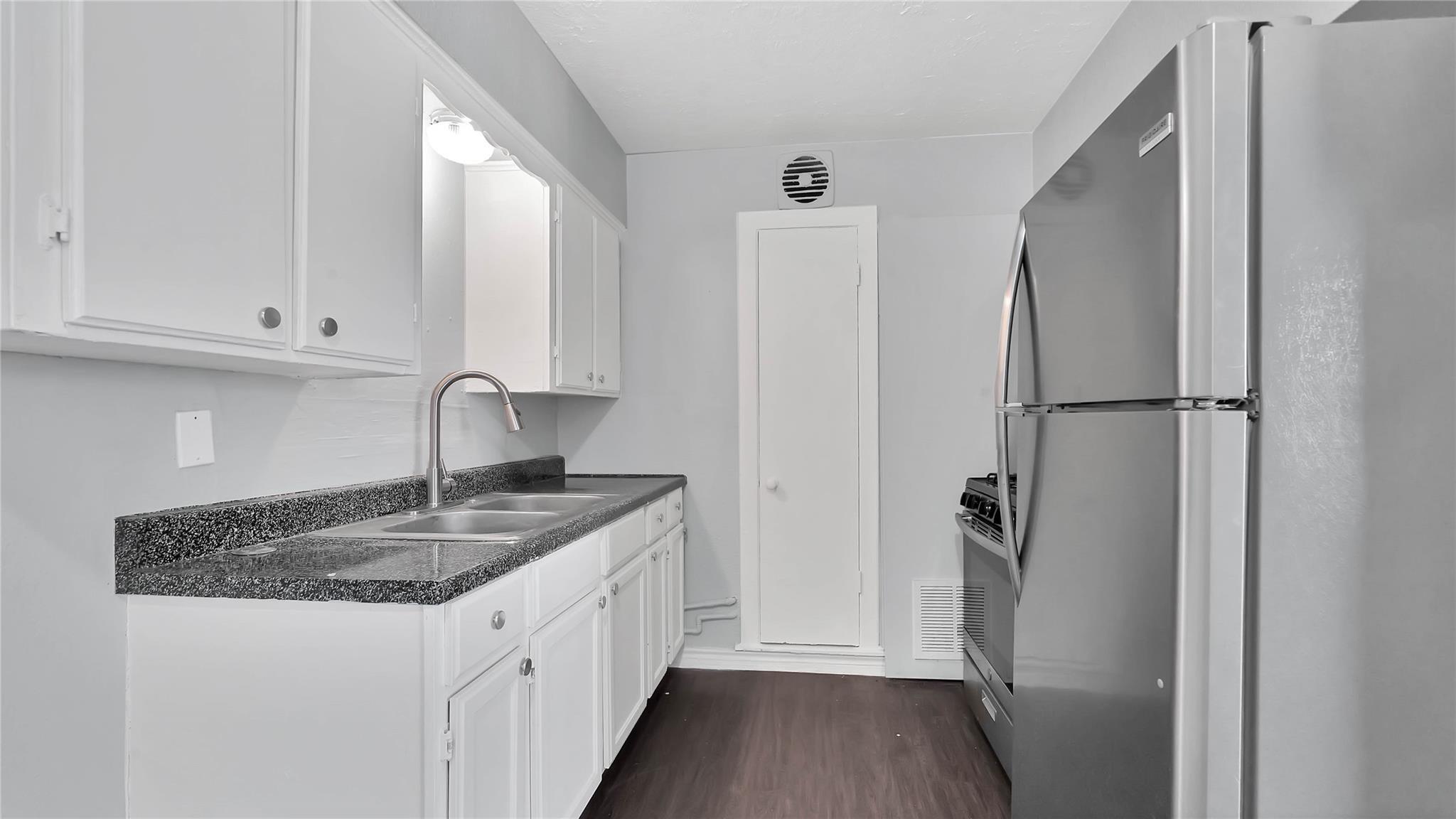 5532 Eskridge Street #6 Property Photo