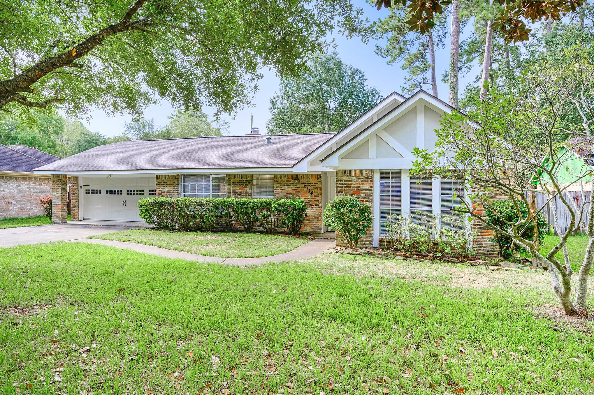 2114 Woodway Drive Property Photo - Woodbranch, TX real estate listing
