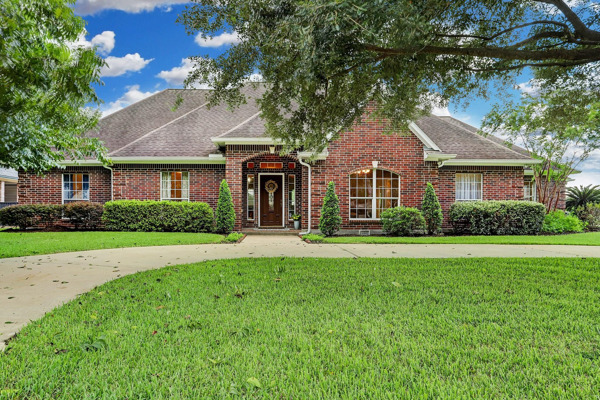 14902 Lakeview Drive Property Photo - Jersey Village, TX real estate listing