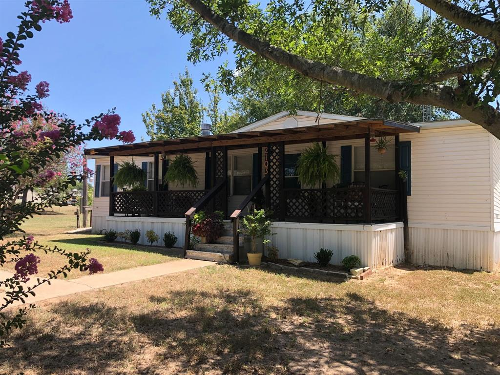 2103 N Main Street Property Photo - Jewett, TX real estate listing