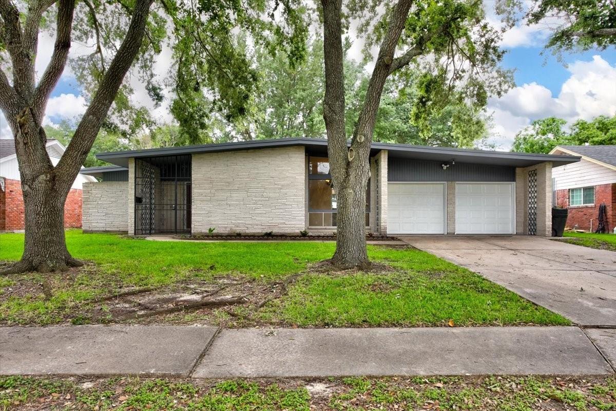 8007 Leader Street Property Photo