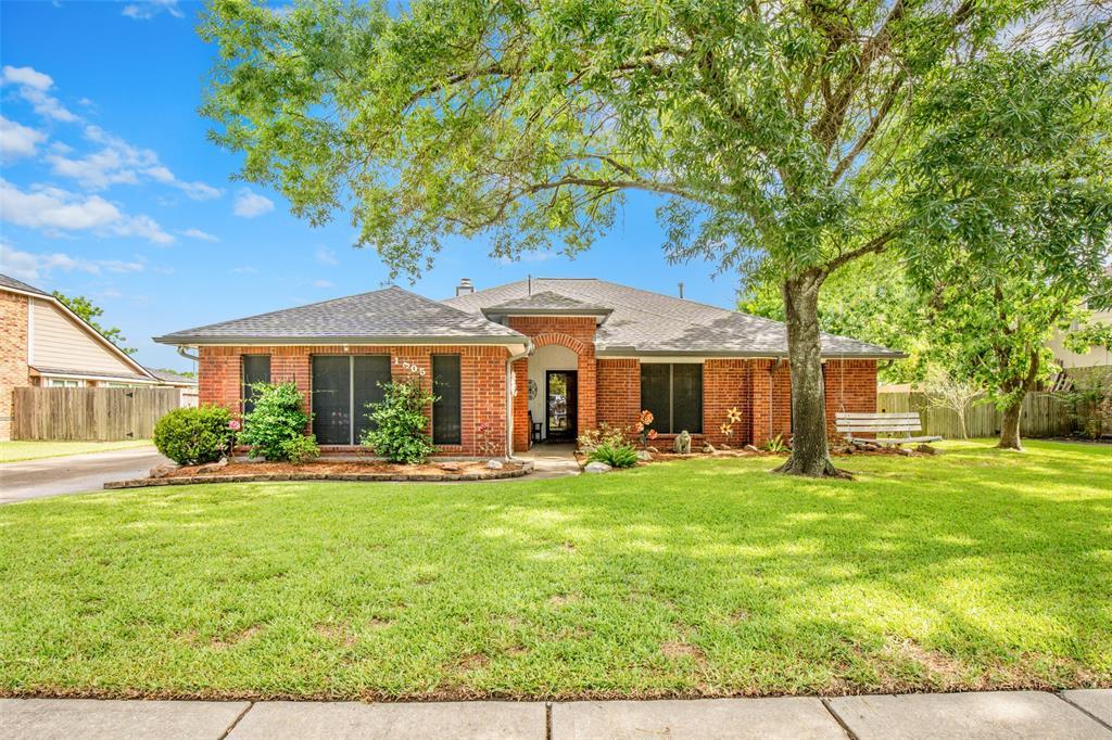 1305 Lovely Lane Property Photo - Deer Park, TX real estate listing