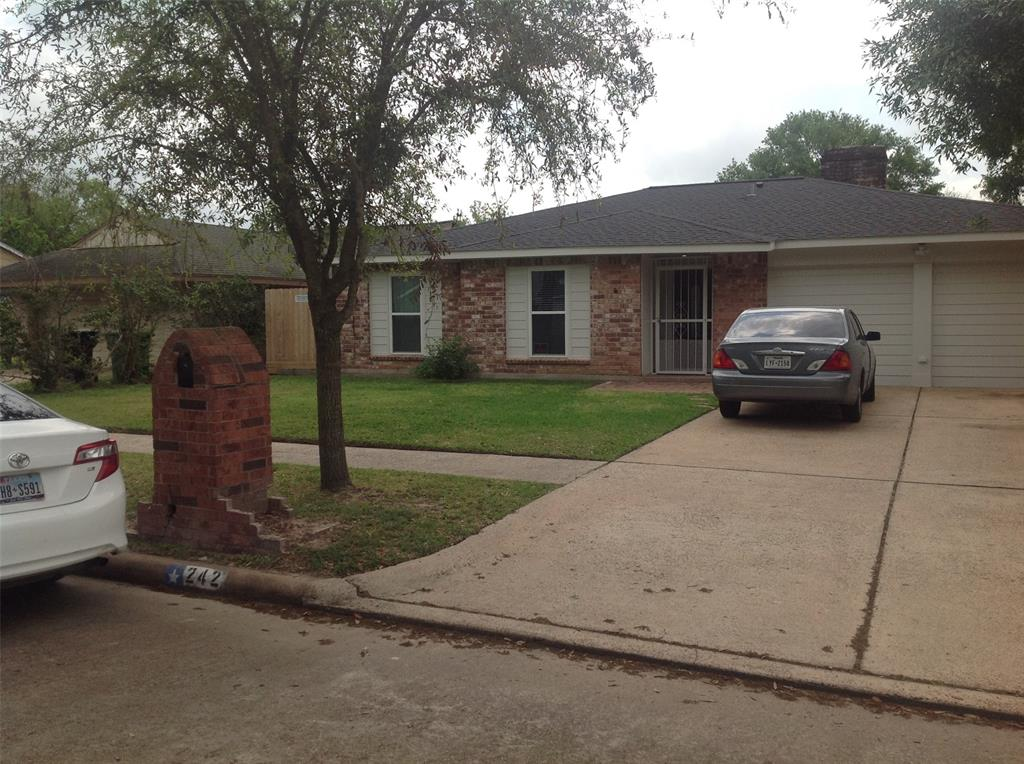 242 N Goodson Dr Drive N Property Photo - Houston, TX real estate listing